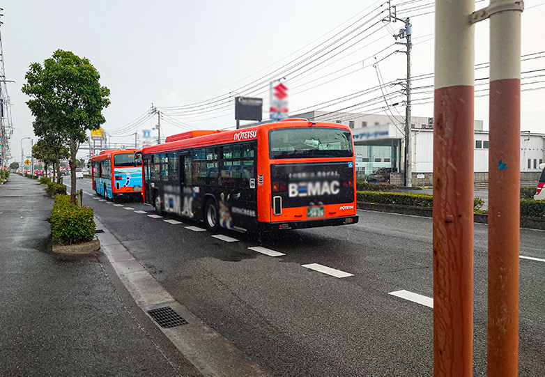 bus_pulling_bus