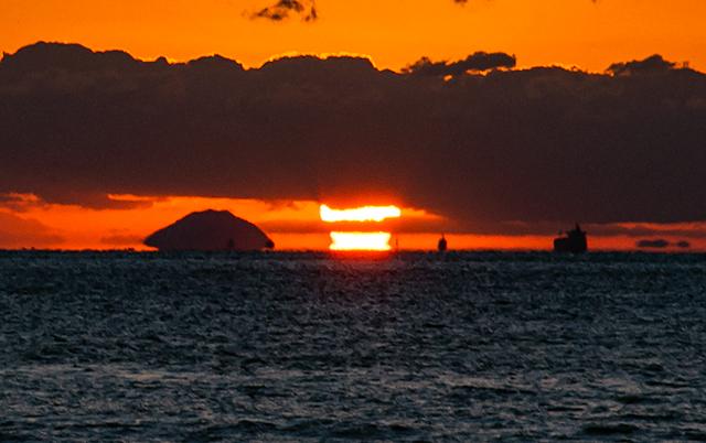 Mochi_sunset