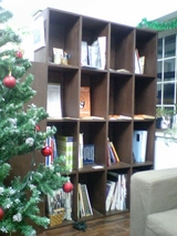 ダンの手作り本棚。