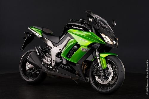 Kawasaki_Z1000SX_P1
