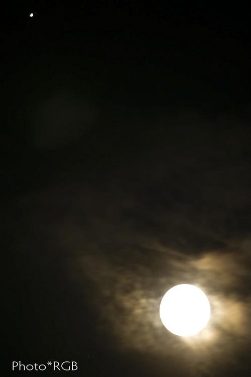 今夜の月と金星(左上) 1D�