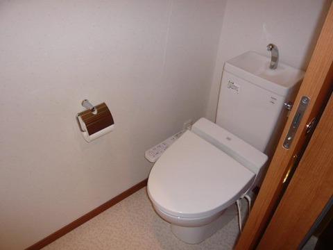 マメゾン明大前  4号室トイレ