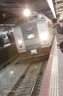 急行きたぐに・定期ラストラン、大阪駅に入線