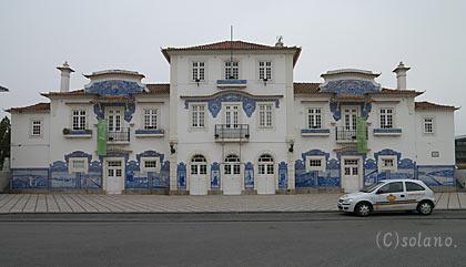 アズレージョで有名なアヴェイロ駅旧駅舎
