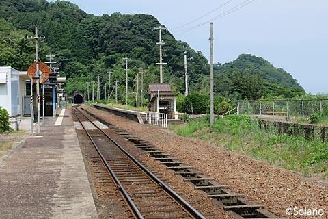 JR西日本・山陰本線・鎧駅: プラットホームと構内。