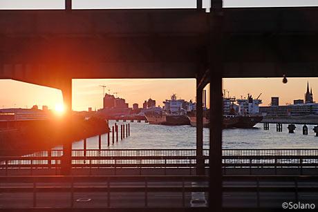 CNL車窓、ハンブルグの港