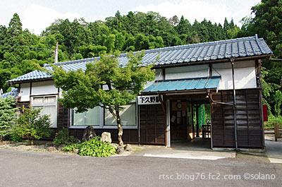 木次線、下久野駅の木造駅舎