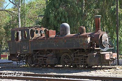 トゥア駅構内、蒸気機関車廃車体