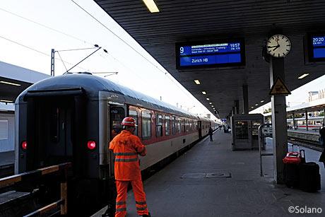 ハンブルグ・アルトナ駅に入線したCNL