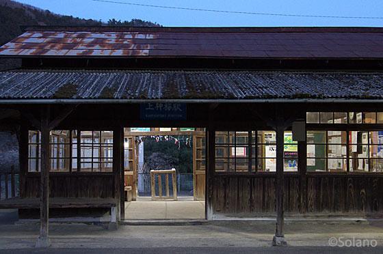 夜の木造駅舎~わたらせ渓谷鉄道・上神梅駅~