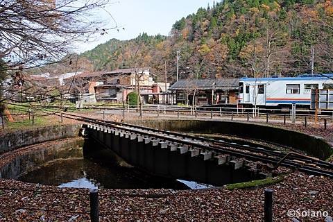 長良川鉄道の終点・北濃駅、転車台