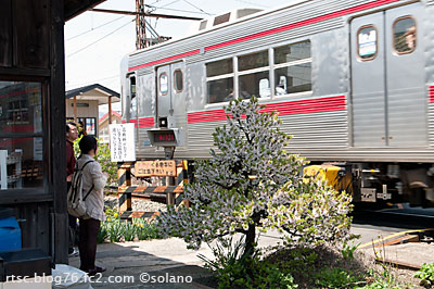 長野電鉄、柳原駅の構内通路