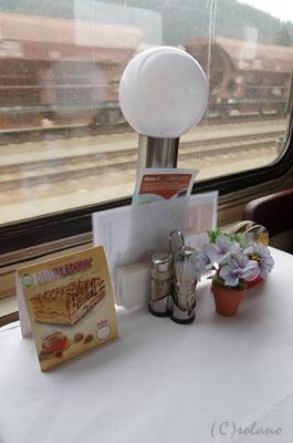 チェコ鉄道、食堂車のテーブルセットや卓上灯