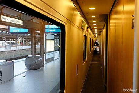CNL2階建て車両、廊下