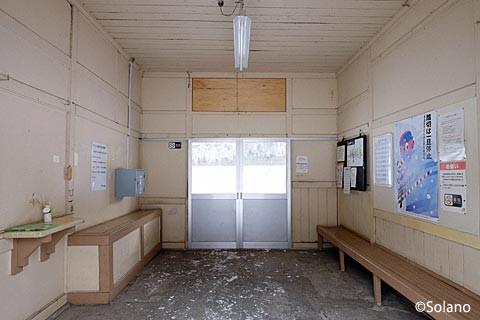 下白滝駅駅舎、原型をとてもよく留めた待合室
