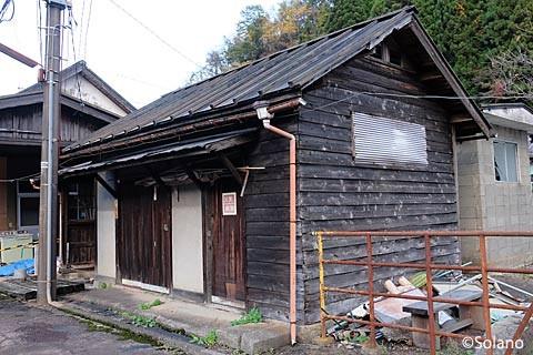 長良川鉄道・郡上八幡駅構内の木造倉庫