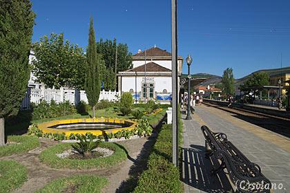 ピニャオン駅の庭園