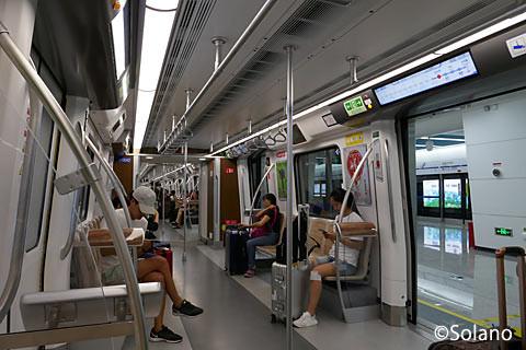 成都メトロ10号線、車内(1)