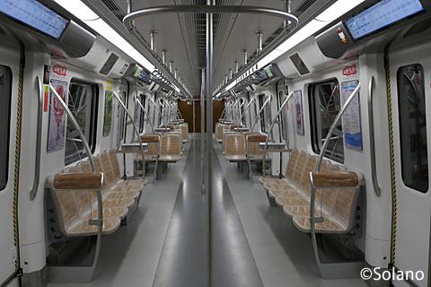 成都地下鉄10号線車内・クロスシート