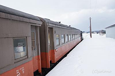 大沢内駅に停車したストーブ列車