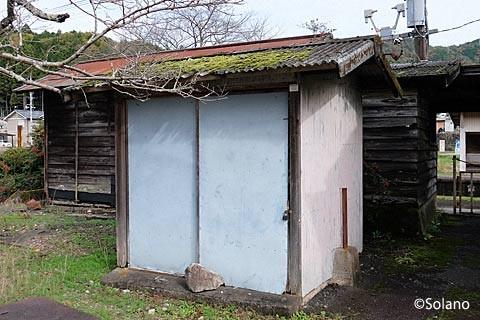 長良川鉄道・大矢駅の小さな木造倉庫