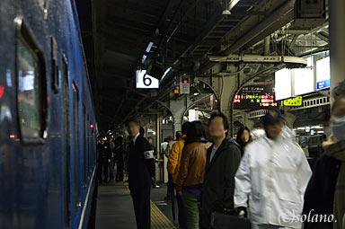 富士・はやぶさ、京都駅停車中の様子