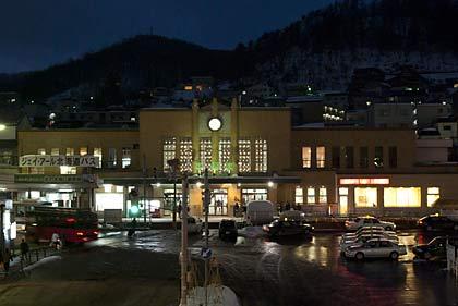 夜の小樽駅駅舎