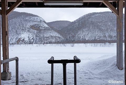 下白滝駅、駅から眺める雪原
