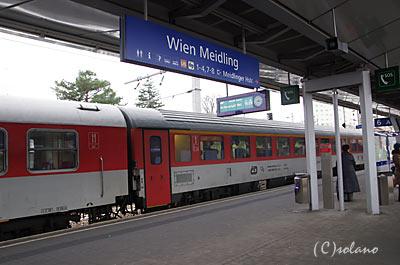 ウィーン・マイドリング駅に到着したEC77