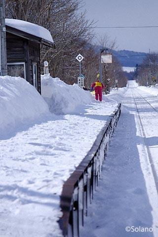 旧白滝駅、地元の人の雪かきも終わりそう