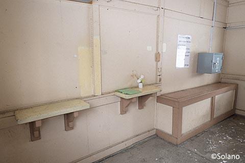 下白滝駅、窓口跡(出札口と手小荷物窓口跡)