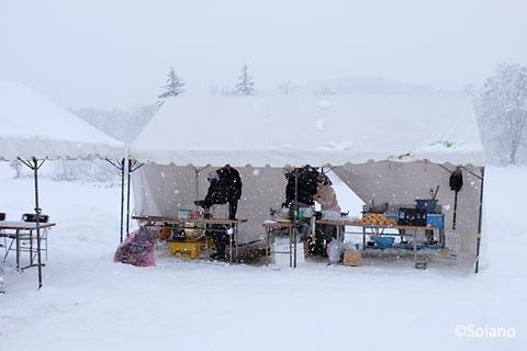 沼牛駅、屋外テントの物販ブース
