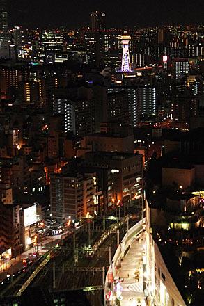 スイスホテル南海大阪の夜景、通天閣と難波駅