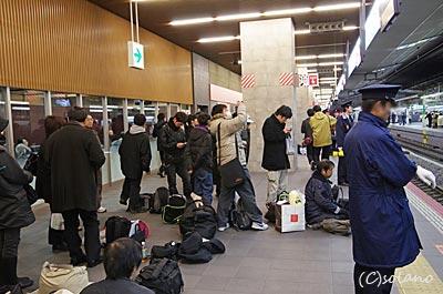 急行きたぐに・定期ラストラン、入線前の大阪駅。