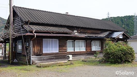 長良川鉄道・大矢駅、味わい深い木造駅舎