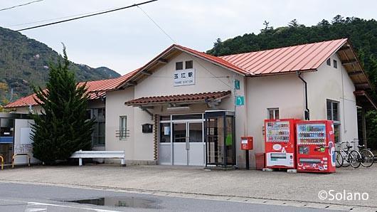 山陰本線・玉江駅の木造モルタル駅舎