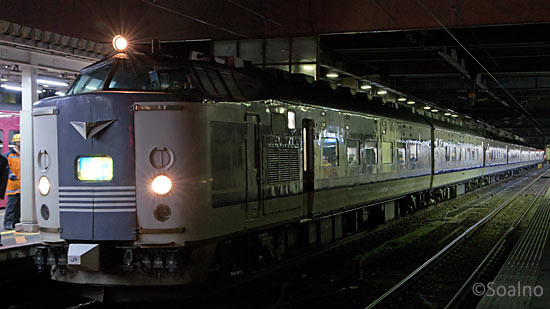 夜行急行きたぐに、国鉄らしさ溢れる583系寝台電車