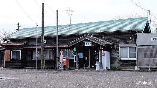長良川鉄道・富加駅の木造駅舎