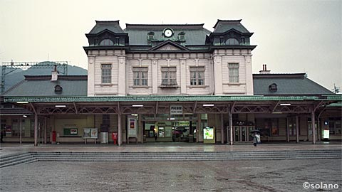 洋風木造駅舎の門司港駅駅舎