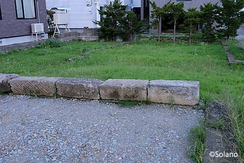 旧石切山駅付近、札幌軟石を使った駐車場
