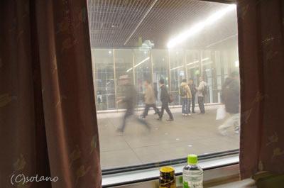 急行きたぐに・定期ラストラン、出発前の大阪駅。
