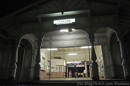 夜の浜寺公園駅駅舎