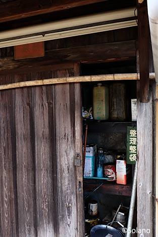 長良川鉄道・富加駅の木造倉庫の中…