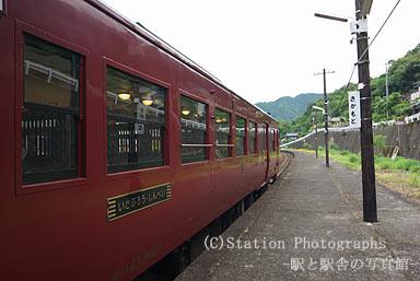 坂本駅に入線したいさぶろう・しんぺい用のキハ140