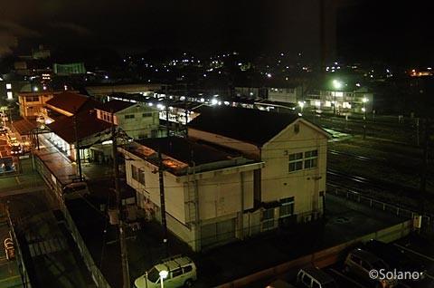 夜の津山駅。津山線、因美線、姫新線が交わる。