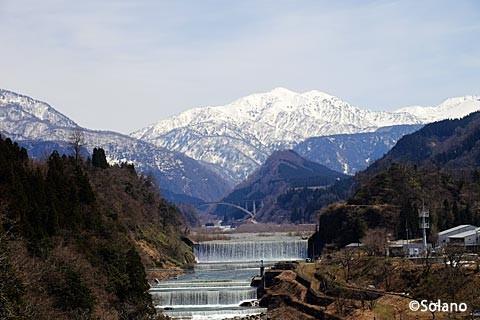 千垣駅近く、芳見橋から見た立山連峰