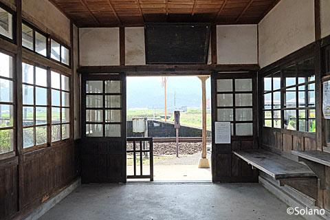 肥前長野駅、待合室内部と窓口跡