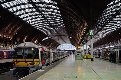 ロンドンパディントン駅プラットホーム
