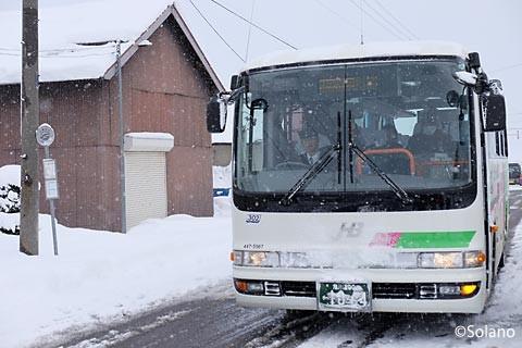 ジェイアール北海道バス・深名線、下幌加内停留所に停車するバス
