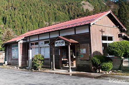 因美線・美作河井駅の木造駅舎